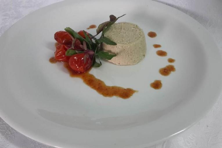 פטה חצילים בטעם כבד עם ריבת עגבניות