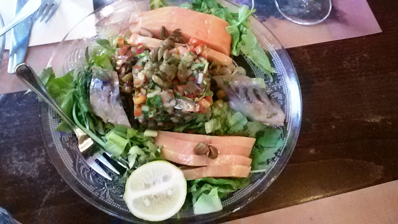 מסעדת רג'ינה סלמון, מטיאס וסלט פלמידה | צילום נעמי גוטקינד גולן