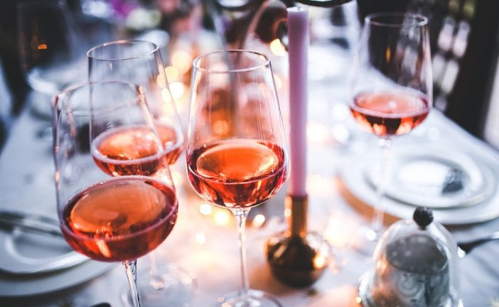 אין שמחה אלא ביין