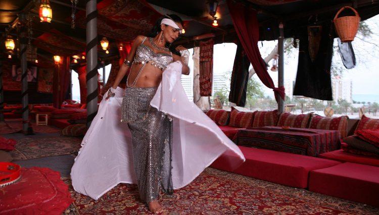 מנהלת מסעדה ורקדנית בטן מדהימה | צילום מתוך אתר המסעדה