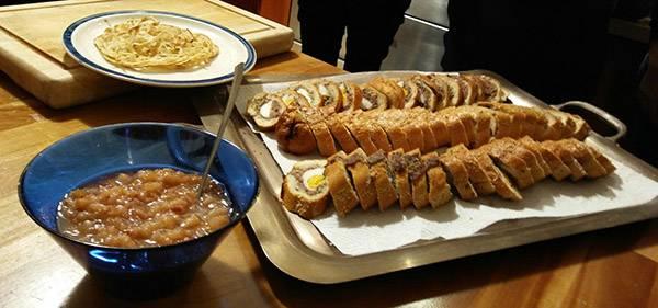 אגסים מוחמצים ופרוסות קלופס בלחם |צילום: נעמי גוטקינד-גולן